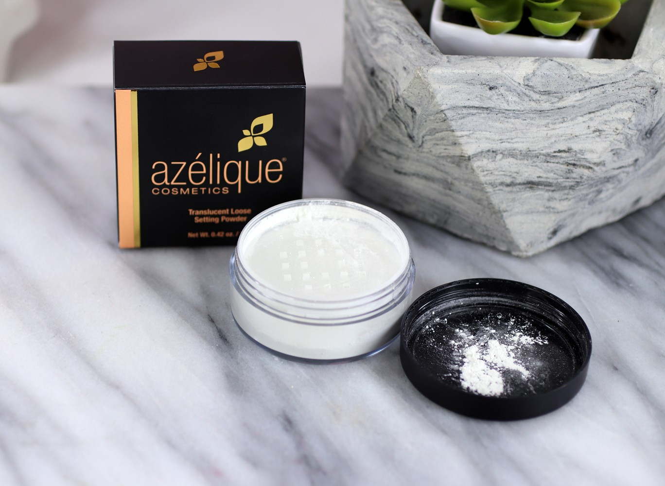 Azelique Translucent Setting Powder - Review of Azelique Cosmetics by Los Angeles cruelty free beauty blogger My Beauty Bunny