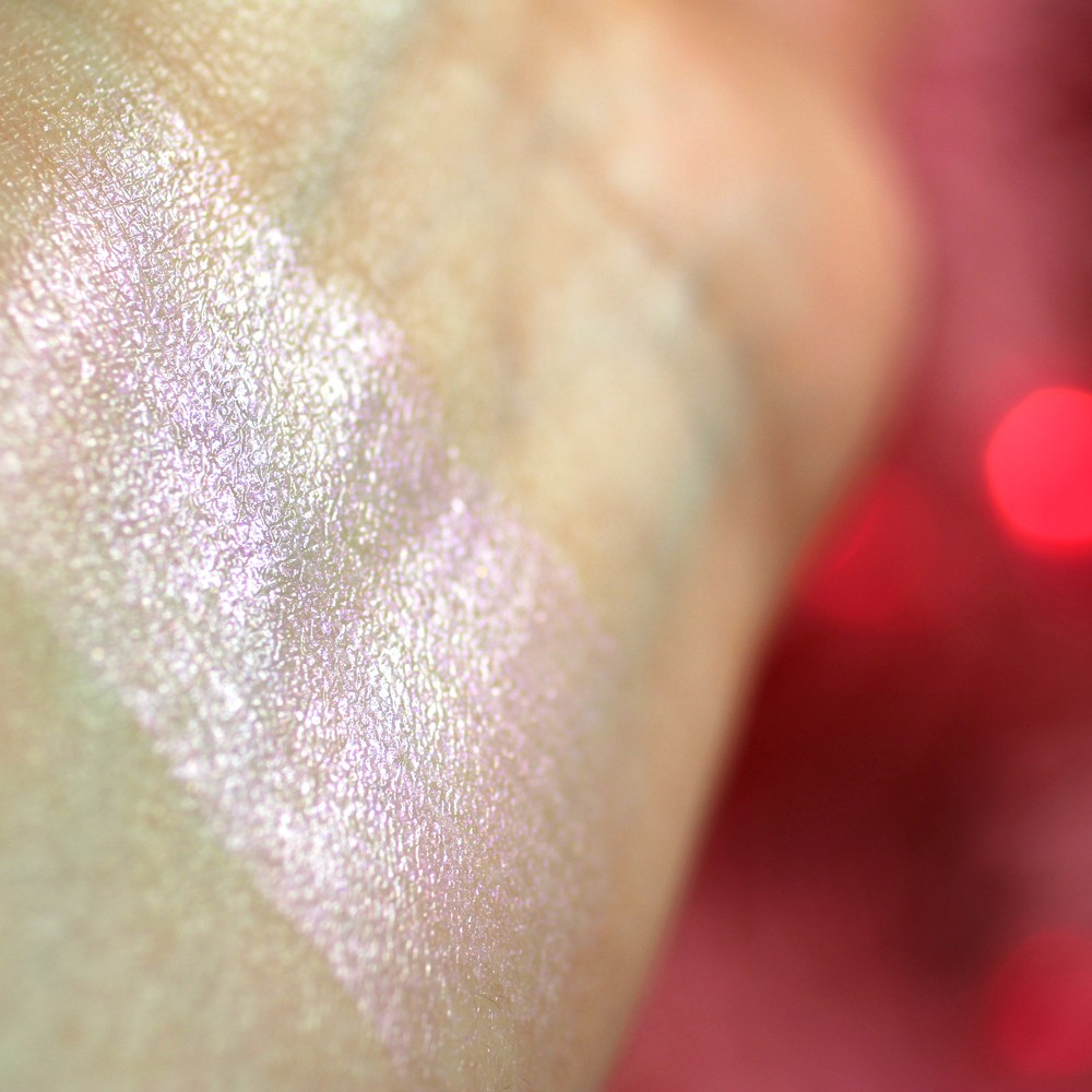 Baiser Moondust Glow Stick Pink Highlighter Swatch
