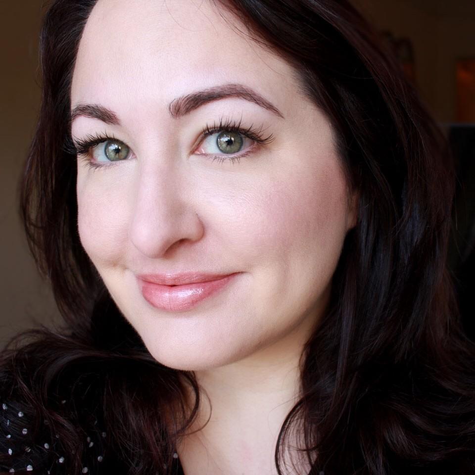 Bombshell Cosmetics - LipSense Bombshell Review by popular Los Angeles cruelty free beauty blogger My Beauty Bunny