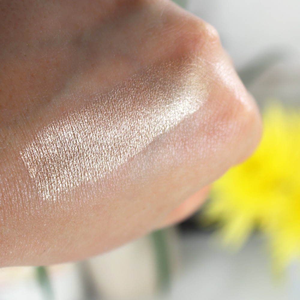Hourglass Vanish Highlighter Swatch - Champagne Flash - Hourglass cosmetics going vegan by popular Las Vegas beauty blogger My Beauty Bunny