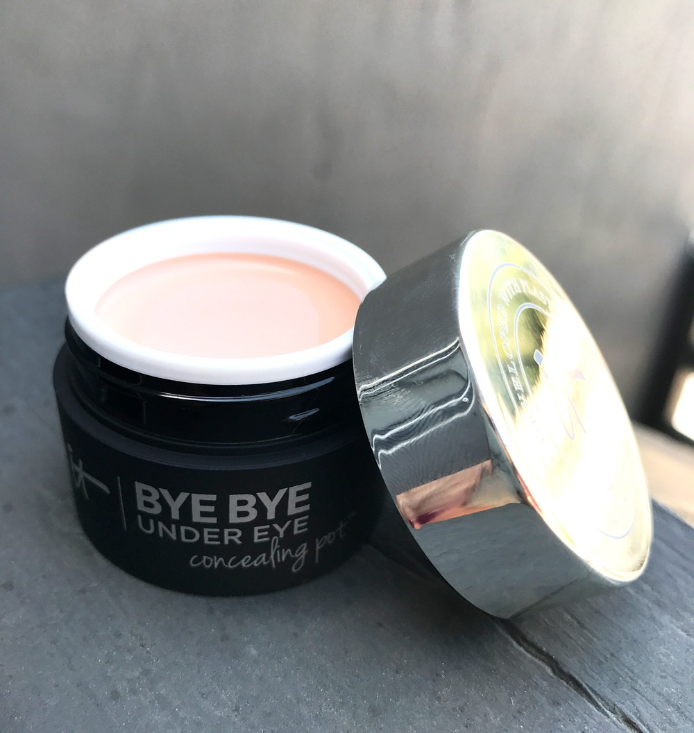 It Cosmetics Bye Bye Undereye Concealing Pot Review and Swatches by popular Los Angeles cruelty free beauty blogger My Beauty Bunny