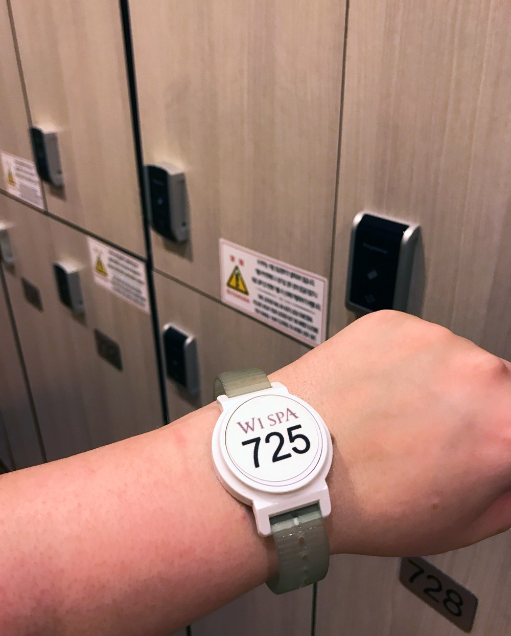 Korean Spa Locker Room - What to expect at a Korean spa in the US by popular Los Angeles travel blogger My Beauty Bunny