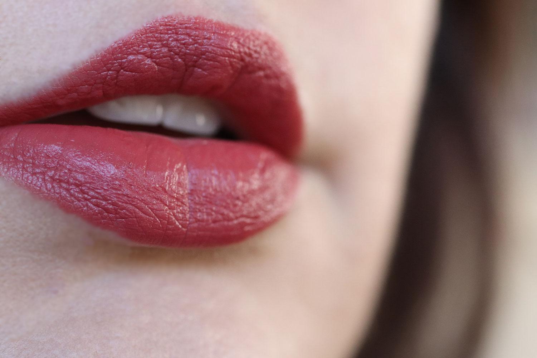 Undo Kosa's lipstick pattern