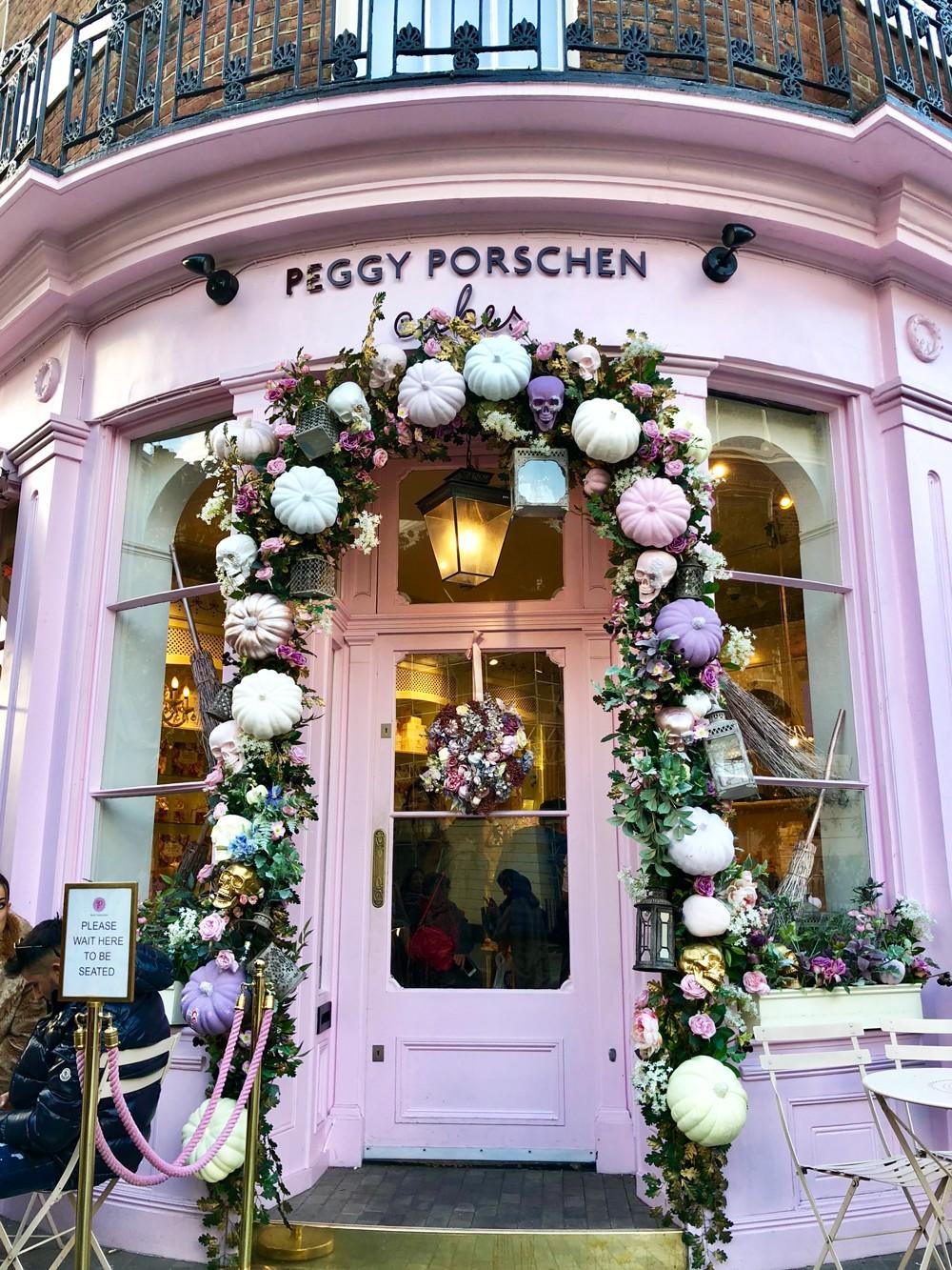 Couples Guide to London - Peggy Porschen Bakery Cupcakes