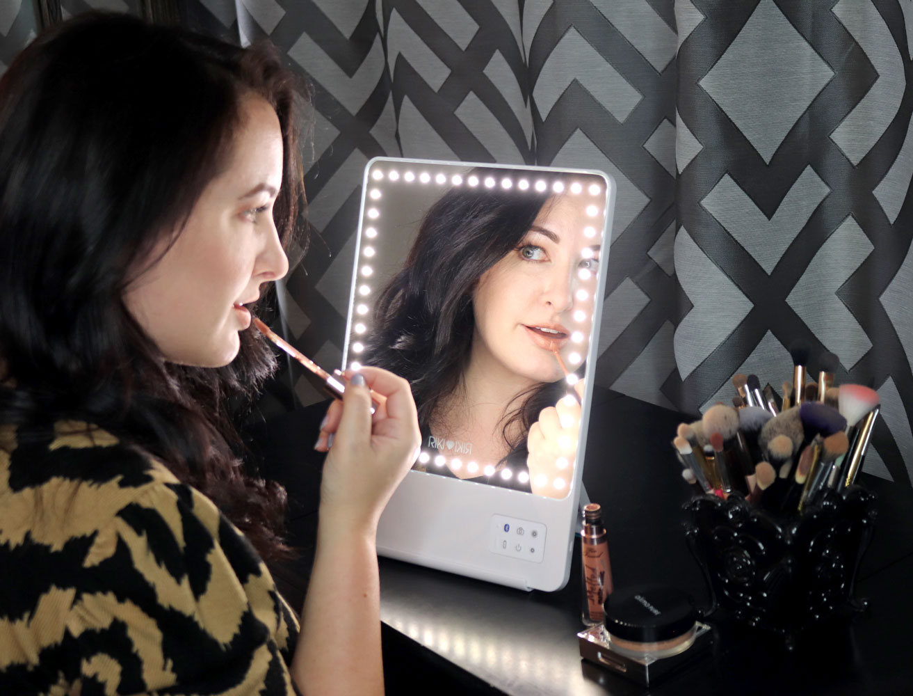 Glamcor Riki Skinny Vs Riki Tall Lighted Selfie Mirrors Review