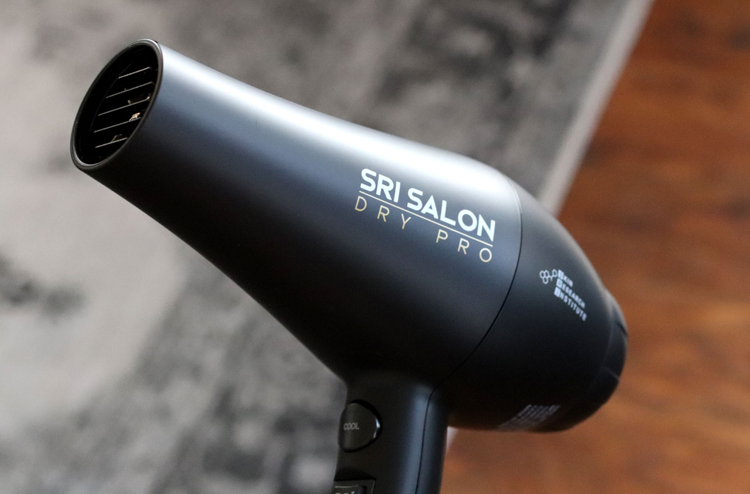SRI Salon Dry Pro hairdryer with far-infrared and ion technology