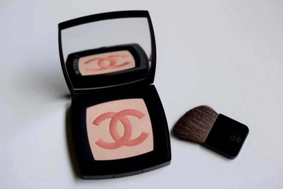 Chanel Infiniment Chanel poudre lumiere 10