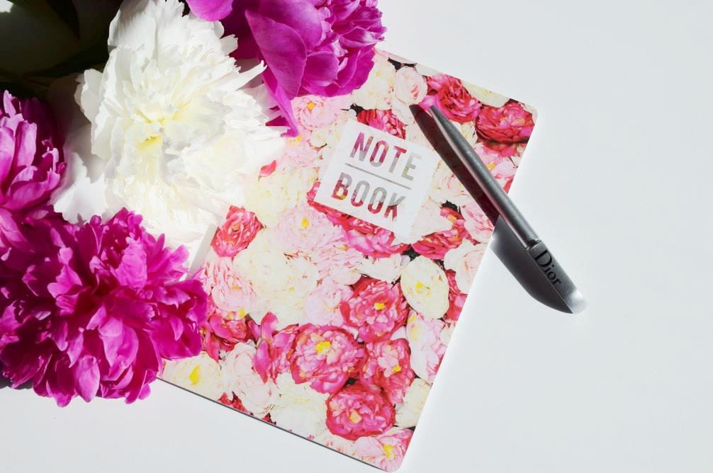 Flatlay notebook peonies