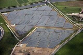 A Central de Ameraleja produz 63 MW através de 2.520 tarreadores ou seguidores de trajetória solar - Moura- Portugal