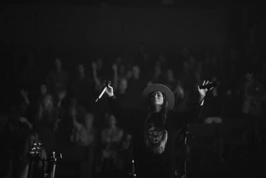 Download Kari Jobe Song – I Am Not Alone (Mp3, Video, Lyrics)