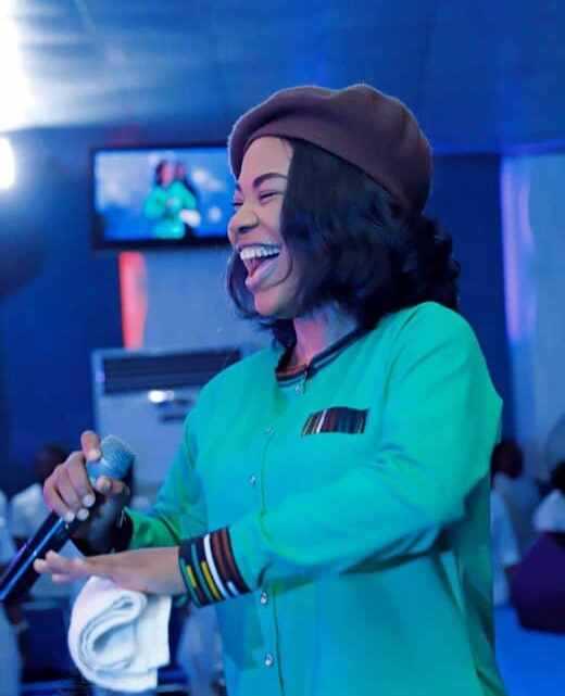 Download Mercy Chwinwo Song – Na You Dey reign [Mp3, Lyrics, & Video]