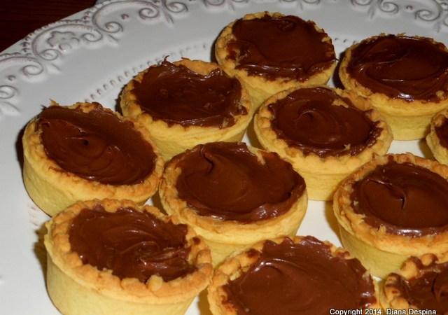 Mini tarte cu Nutella si unt de arahide