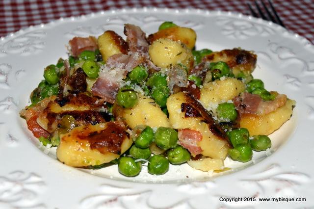 Gnocchi cu mazare si bacon