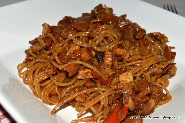 Taitei de orez cu pui si legume in stil asiatic