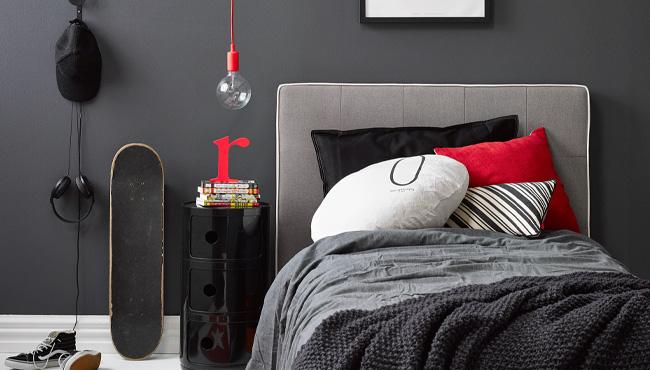 rouge et gris dans la chambre des ados