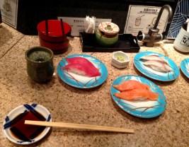 Tokyo eating_sushi2_mbf