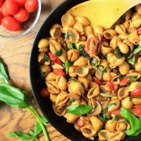 Tomato-basil-chickpea-pasta
