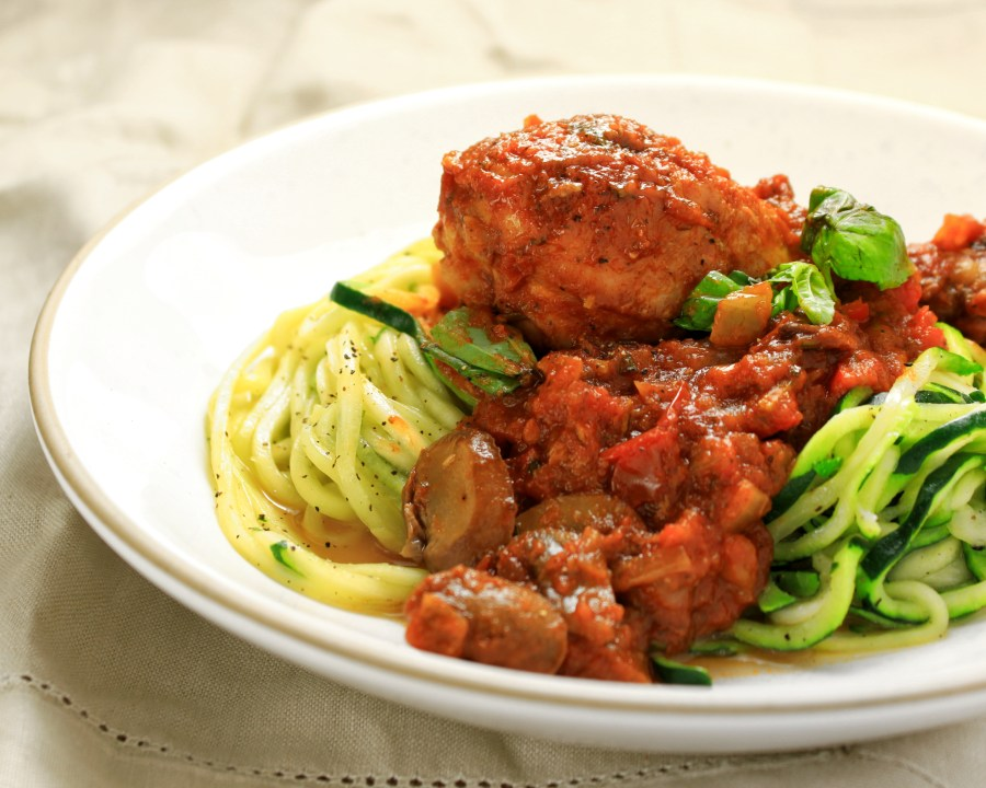 Chicken cacciatore with zucchini noodles (zoodles)