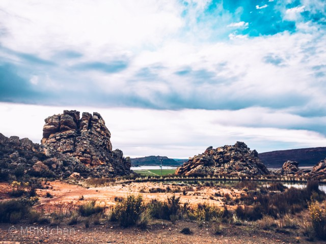 interesting rock formations towards Cederberg Wines