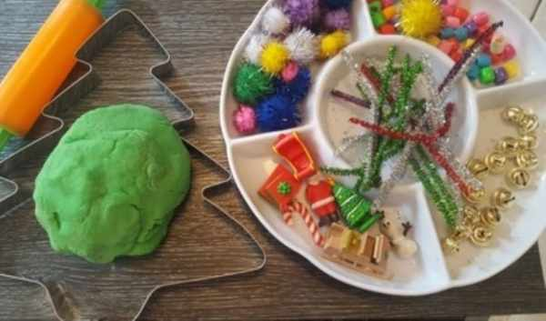 Giant playdough Christmas tree invitation to play materials (Small)