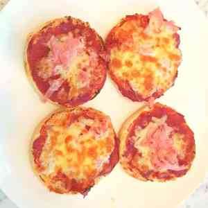 finshed easy english muffin pizzas for toddlers to make