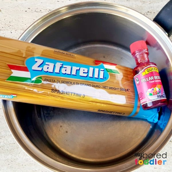 How to color spaghetti for messy play materials