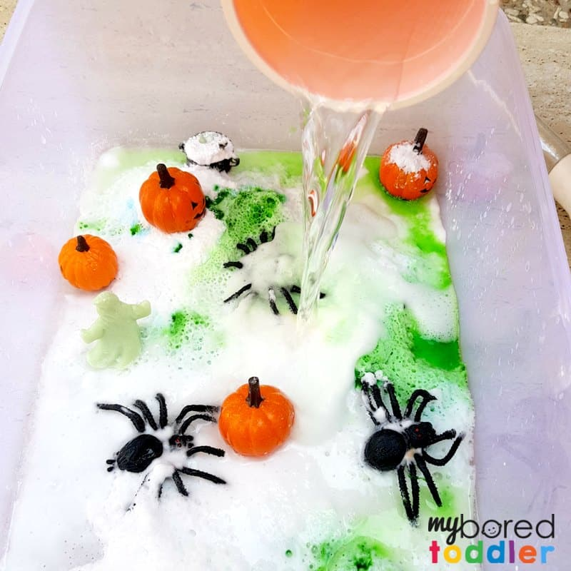 Halloween fizzy sensory bin with spiders and pumpkins vinegar and baking soda