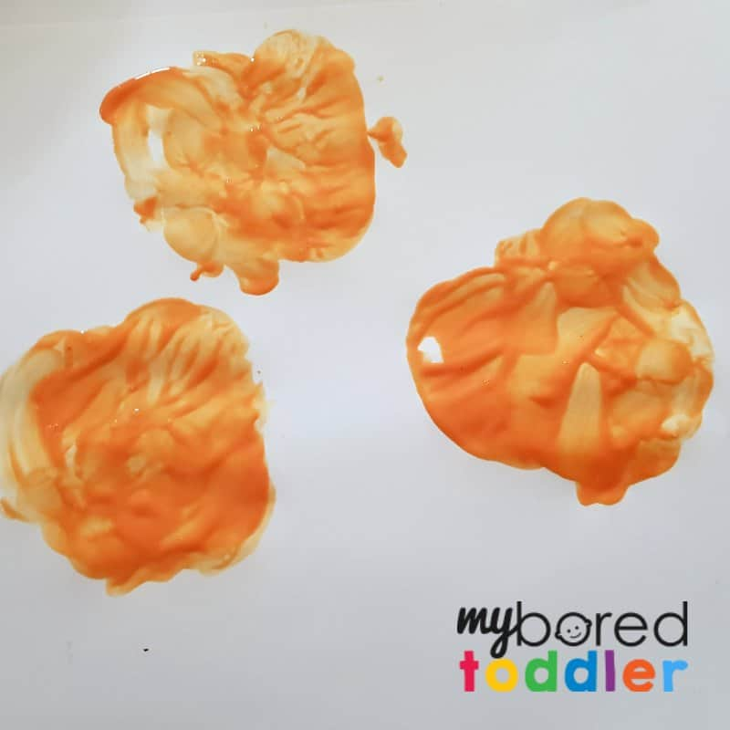 apple printing pumpkin Halloween craft for toddlers stamping the apples 2 (1)