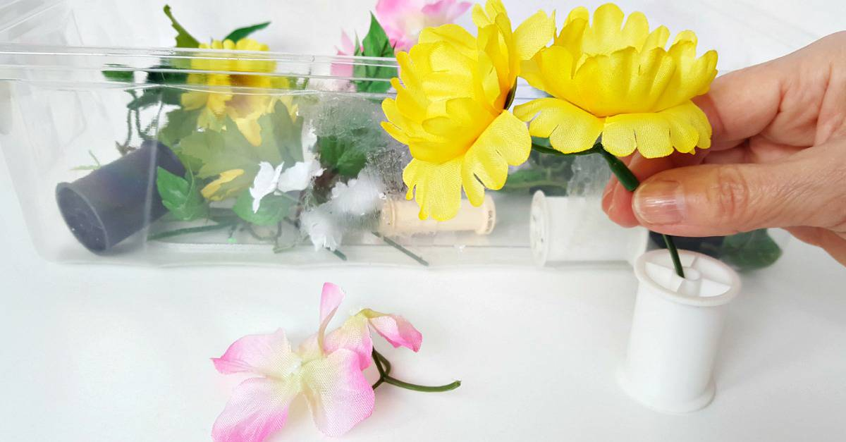Flowers and spools fine motor activity