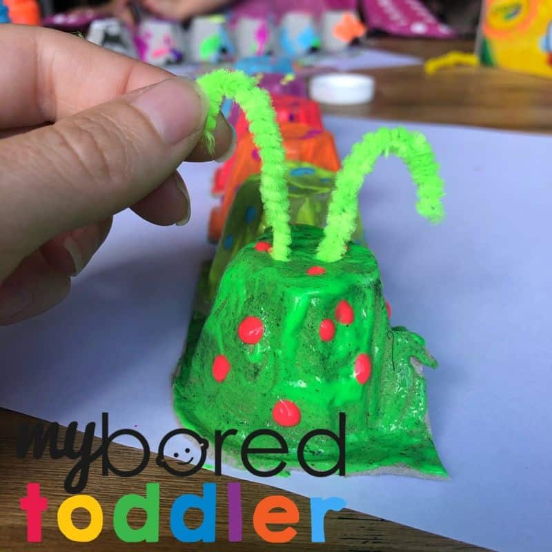 caterpillar craft for toddlers to make out of an egg carton