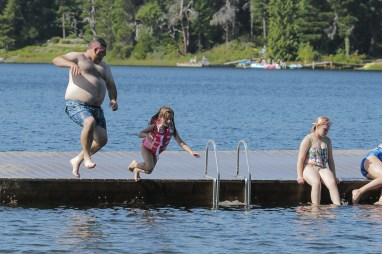 daddy daughter jumping into water