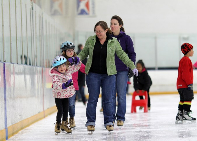 mom daughter ice skating