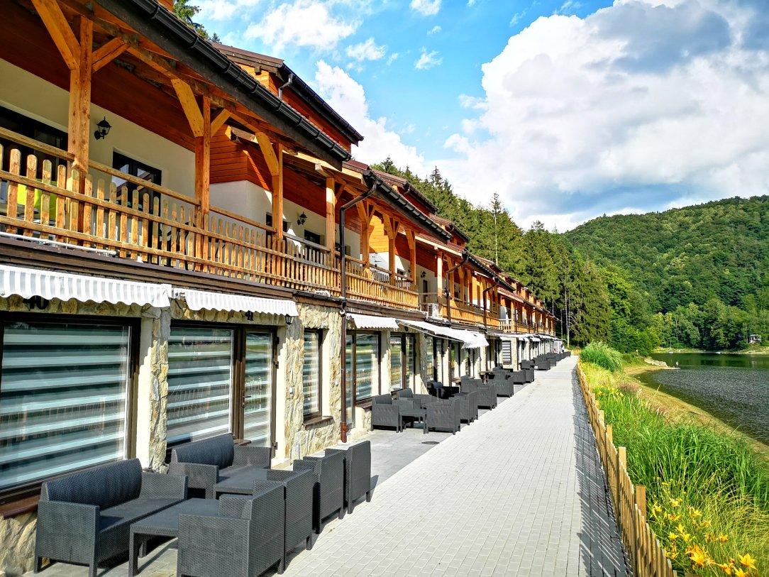 Perełki Dolnego Śląska, domki nad jeziorem hotelu Maria Antonina