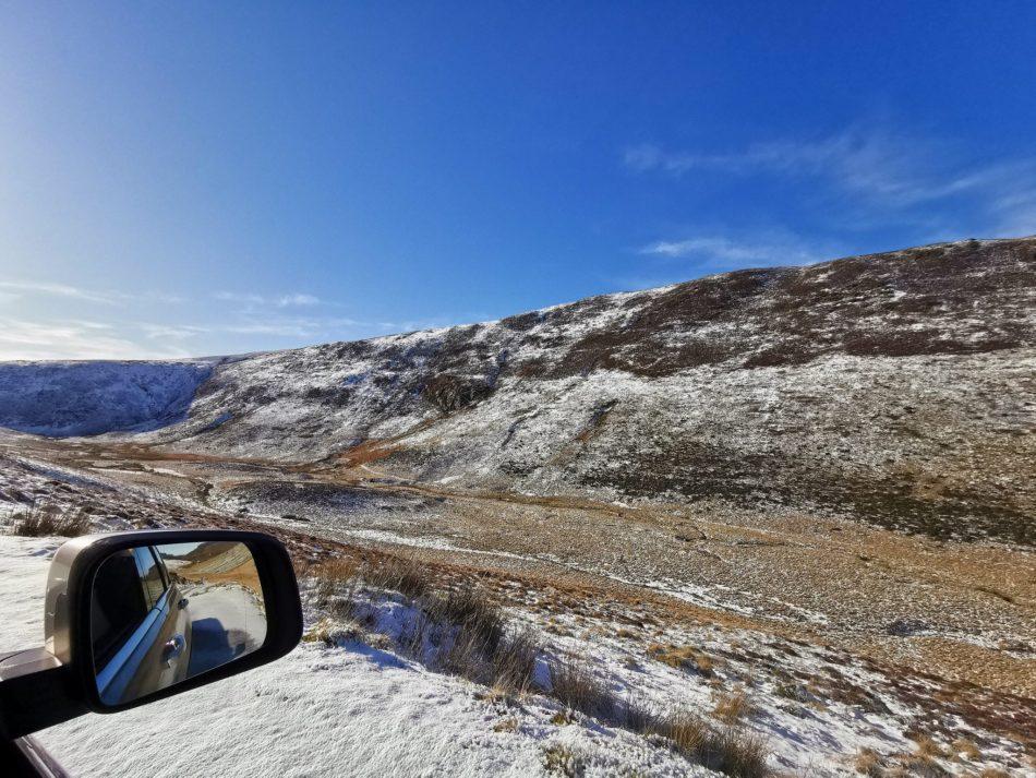 Zdjęcie zrobione z naszego jeepa , widok na wzgórza Arran