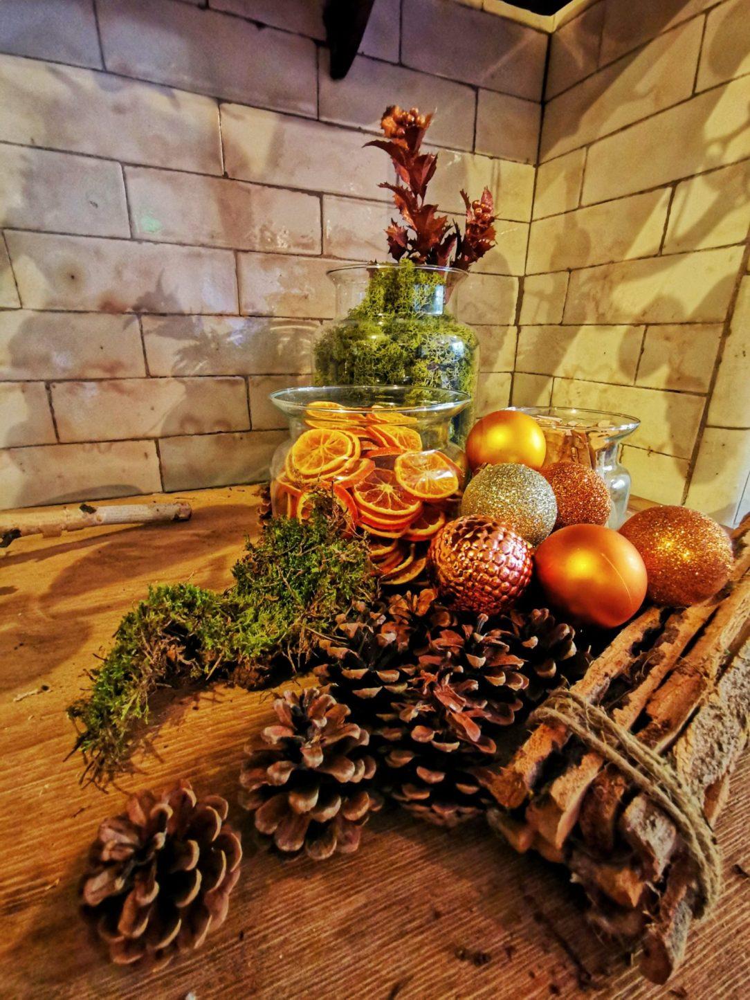 kuchnia pachnąca cynamonem i przyprawami w Tatton Park na święta