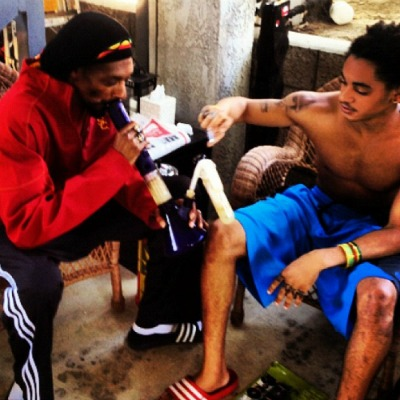 Post image for Snoop Dogg Smokes Weed With His 18-Year-Old Son, Cordell Broadus: Way To Parent!