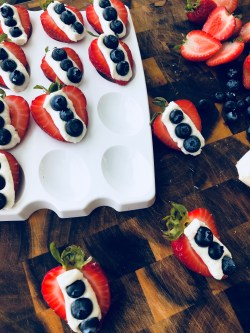 strawberry blueberry cream cheese bites