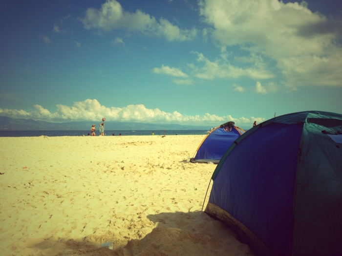 CAMPING ON THE BEACH. You can rent tents for P500 a night and camp out in Basdako or White Beach in Moalboal. (Photo by Max Limpag)