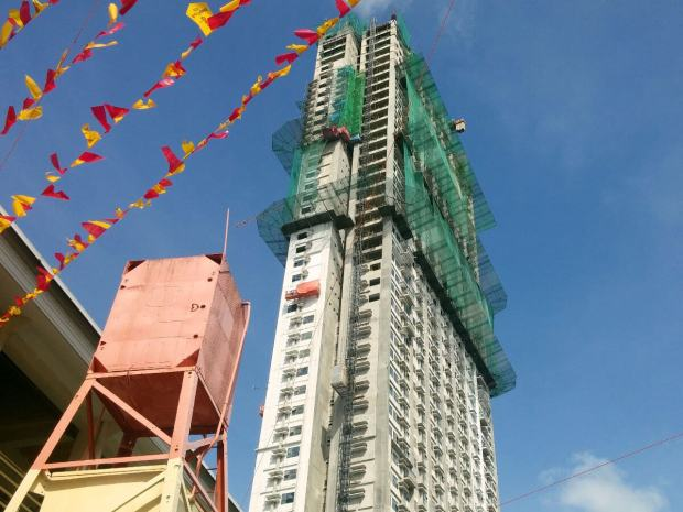 TALLEST IN CEBU. Horizons 101 is a masterplanned development composed of two residential buildings. The first tower (above) costs P1.9 billion to build and is scheduled for turnover to buyers by September 2015.