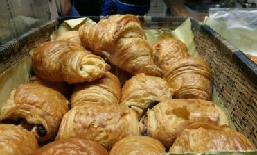yolk-cafe-croissant