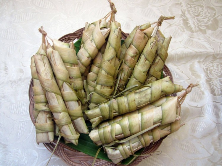SOLD IN PUBLIC MARKETS. The palagsing is sold in the public market in Samboan on Sundays and in Ginatilan during its market day every Tuesday.