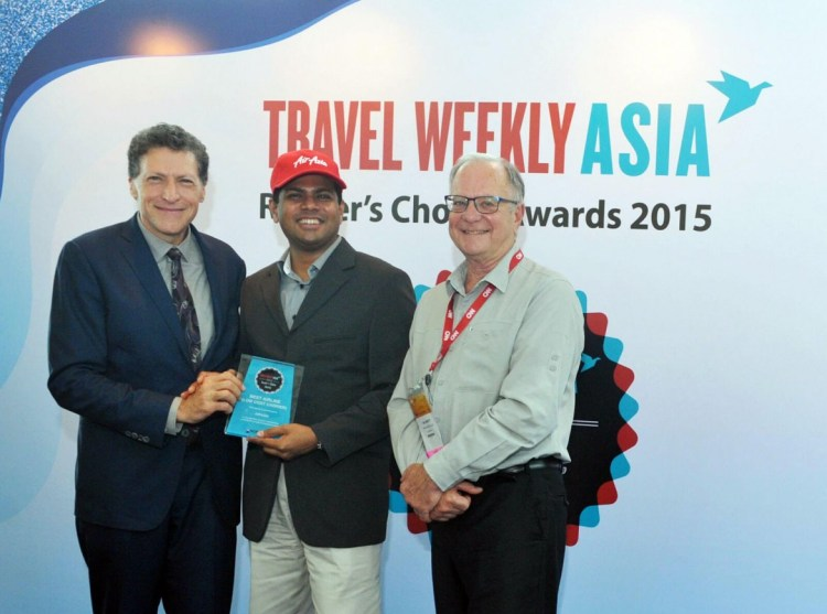 AWARD FOR AIRASIA. Logan Velaitham (center), CEO of AirAsia Singapore, accepts the award from Arnie Weissmann (left), editor-in-chief of Travel Weekly, and senior VP and editorial director of Travel Group, Northstar Travel Media and Mr Ian Jarrett (right), editor-at-large of Travel Weekly Asia.