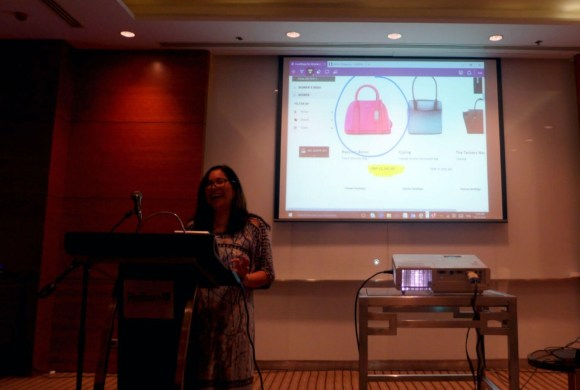WEB NOTES. Microsoft Philippines Windows Business Group lead Mae Moreno writes notes on a web page to demonstrate the capability of Microsoft Edge, the new browser that comes with Windows 10.