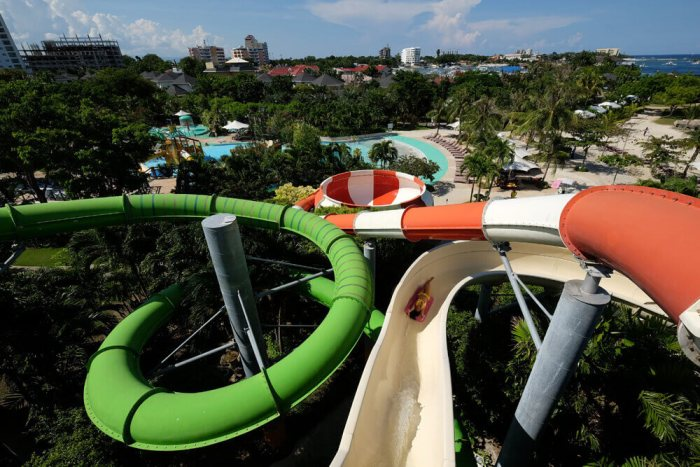 Jpark Waterpark slide