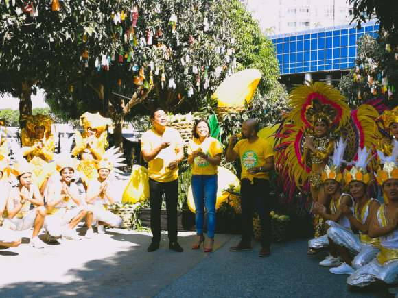 LAUNCH. Lapu-Lapu City Tourism Officer (left) and Megaworld Cebu Properties, Inc. President Noli D. Hernandez lead the launching of the Cebu Mangoes Festival at The Mactan Newtown.