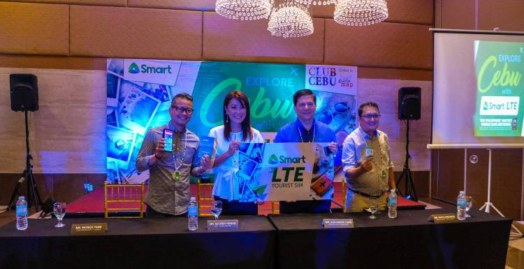 WELCOME KIT, TOURIST SIM. (From left) Patrick Tang, Smart Vice President and Head of Visayas-Mindanao Regional Marketing; Kecerin Hwang, Club Cebu Chief Editor; Alejandro Caeg, Smart Senior Vice President and Head of Consumer Business for Customer Development; and Hoyle Disuanco, Smart VisMin Regional Sales and Distribution Head during the signing of the agreement.
