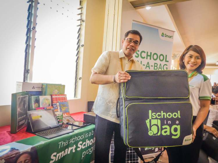 DepEd Undersecretary Nepomuceno A. Malaluan with Smart's Head for Education Programs Stephanie V. Orlino at the inauguration of the pilot Alternative Learning System - Education and Skills Training (ALS-EST) facility in Lawaan, Eastern Samar.