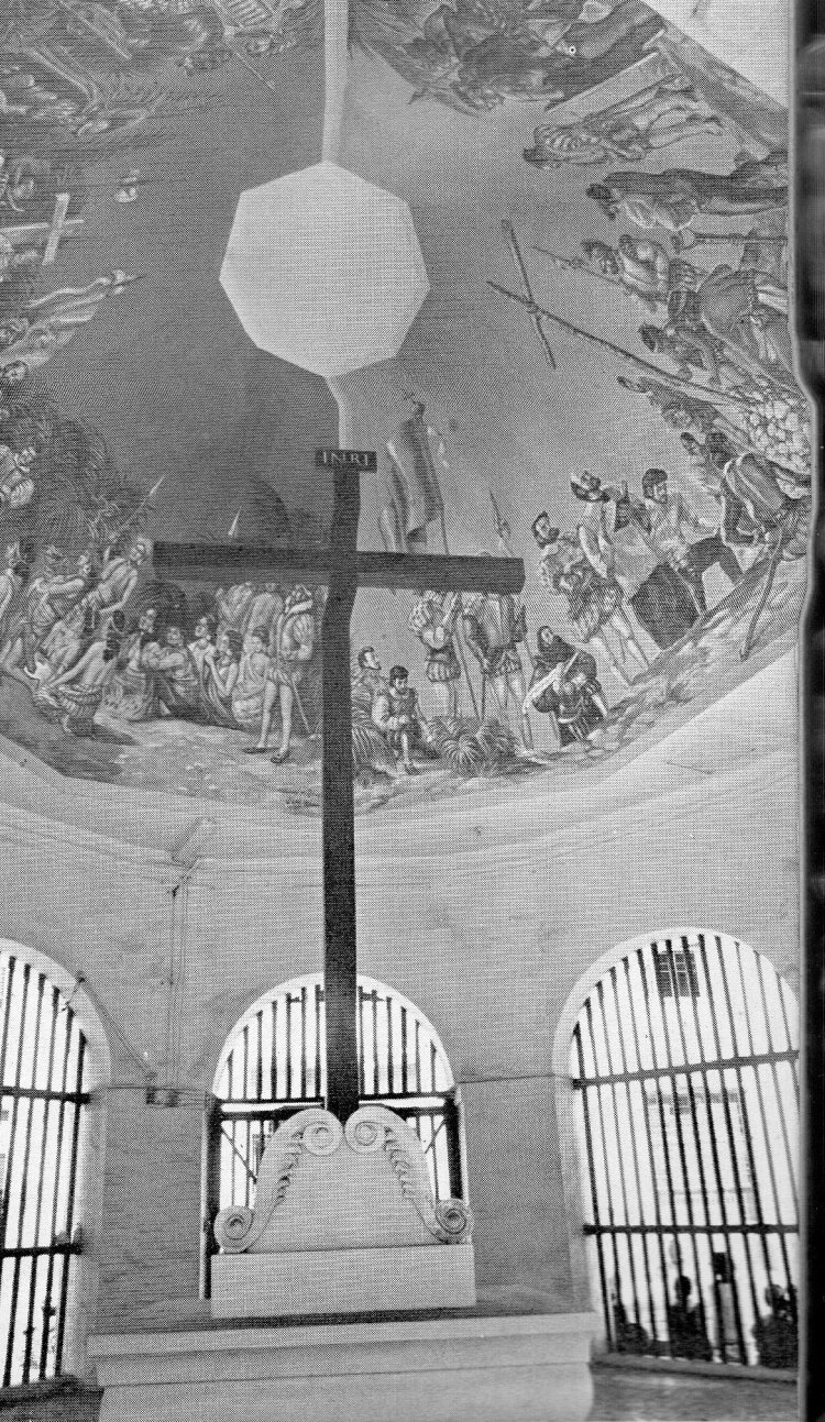 NO TEXT OF CLAIM. This photo after a restoration of the kiosk by the Knights of Columbus several decades ago (we're still looking into date) does not show at the base of the cross the panel that contains the claims about the original cross and its site.