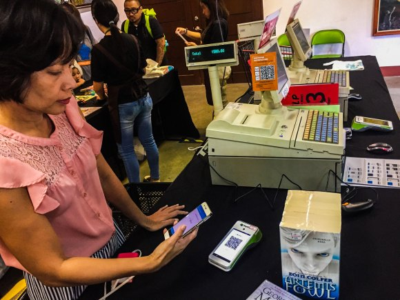 CONVENIENT PAYMENT. With PayMaya, Cebuano book lovers can look forward to a more convenient and rewarding cashless shopping experience.