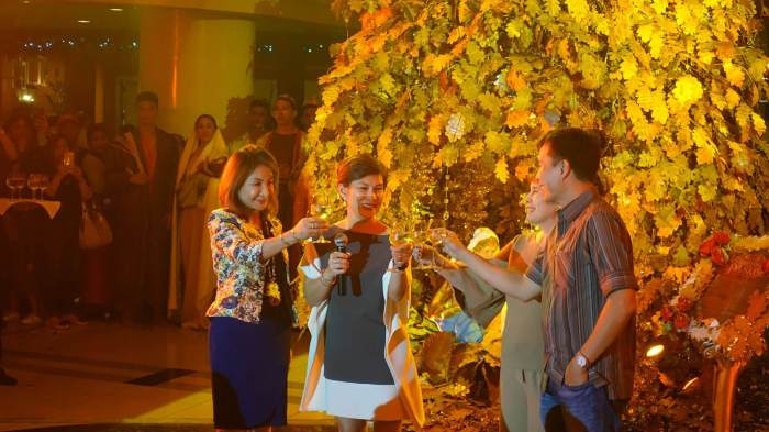 FESTIVE CHEER. (From left) Cebu Governor Gwendolyn Garcia, Parklane General Manager Cenelyn Manguilimotan, Mrs. Eugenia Ting, and President Basil Ting.
